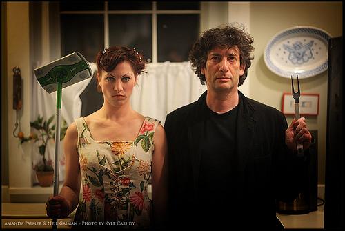 Neil-Gaiman-Amanda-Palmer-photo-ebil